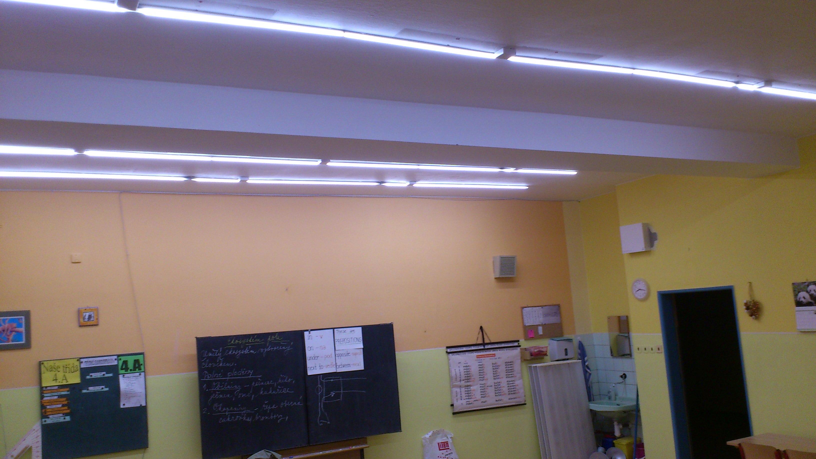 osvětlení školy